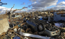 Decenas de tornados azotan EE.UU. y dejan al menos 5 muertos