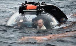Vladimir Putin se sumerge en el mar Negro en búsqueda de un tesoro