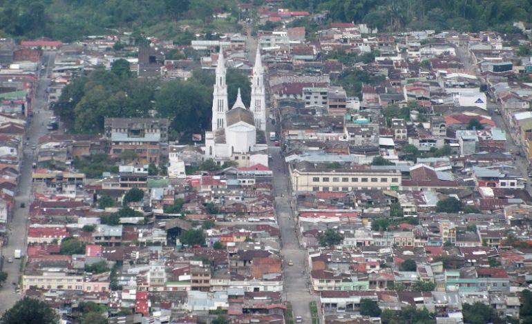 Sacerdote recorre a Colombia en bicicleta.  En este momento pasa por El Líbano