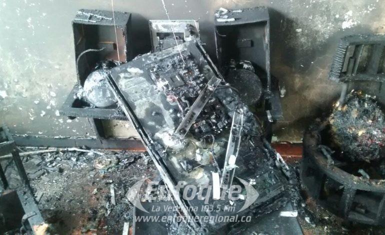 Hombre prende fuego a su vivienda mientras discutía con su esposa en El Líbano