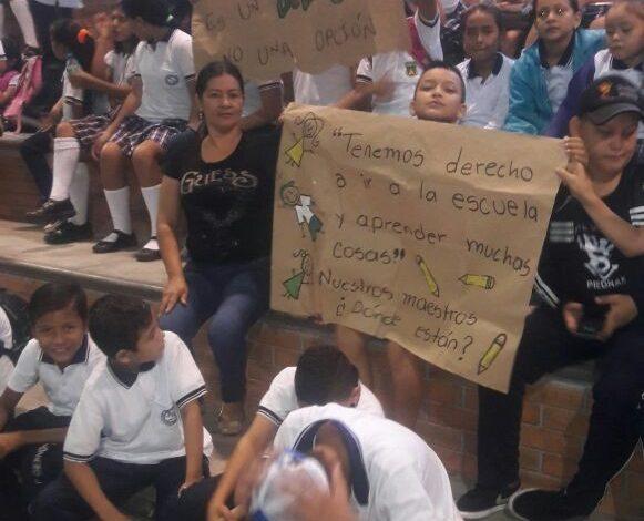 Cese de Actividades en  Escuela del municipio de Piedras