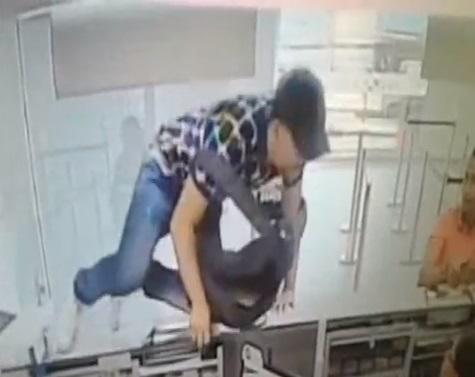 En video quedaron los asaltantes del banco Caja Social