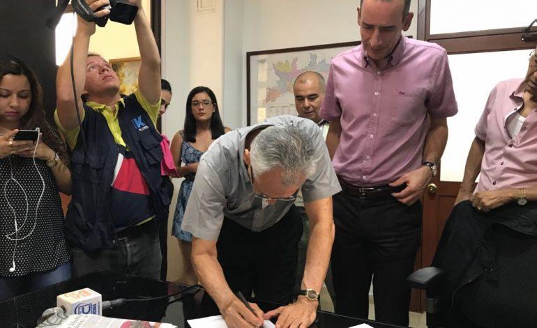 Alcaldía y Constructora Ospinas firman acuerdo para construcción de viviendas VIP