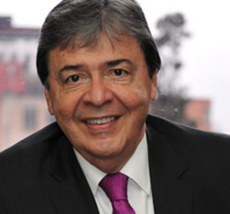 El precandidato presidencial Carlos Holmes estará en exclusiva con la Veterana